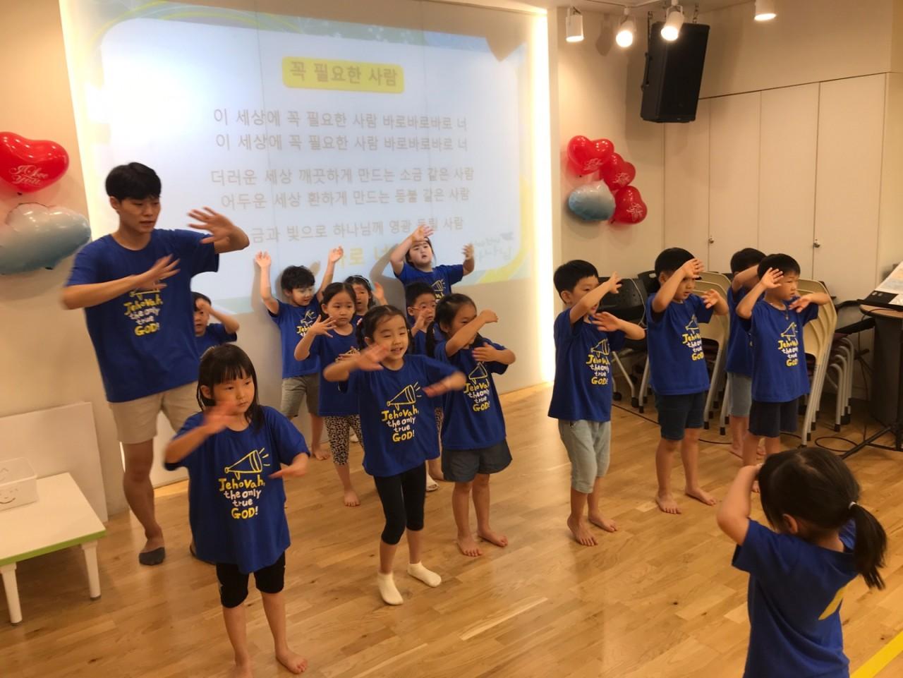 2019 유치부 여름성경학교 찬양모습.jpg